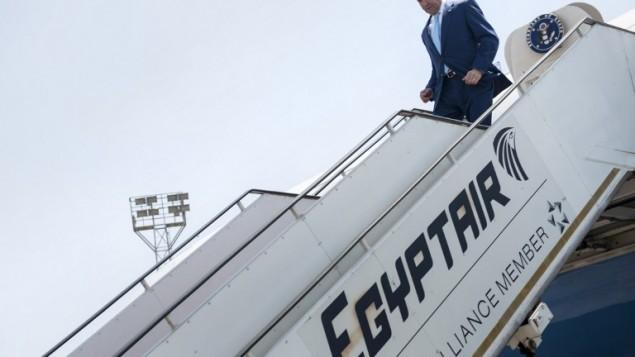 وزير الخارجية الامريكية جون كيري  لدى وصوله مطار القاهرة الدولي 22 يونيو 2014 في العاصمة المصرية  AFP PHOTO/POOL/BRENDAN SMIALOWSKI