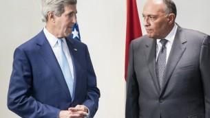 وزير الخارجية الامريكية جون كيري مع وزير الخارجية المصري سامح شكري  في العاصمة القاهرة 22 يونيو 2014. AFP PHOTO/POOL/BRENDAN SMIALOWSKI