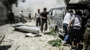 صورة بعد القصف من قبل قوات النظام على جوبر، في ضواحي دمشق 26 يونيو 2014. حيث نفذت القوات الجوية السورية الغارات على الجانب السوري من الحدود العراقية السورية هذا الأسبوع  (AFP PHOTO / STR / LENS OF A YOUNG DIMASHQI)