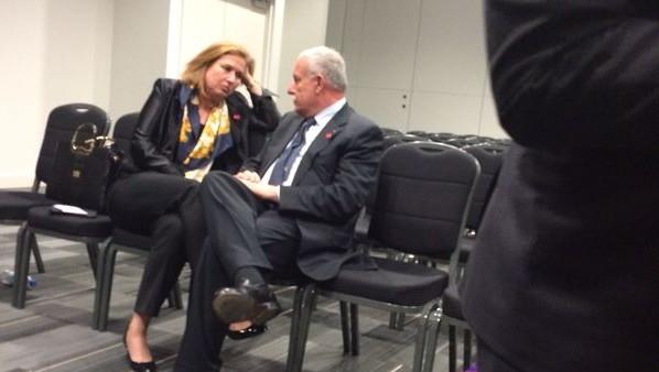 وزيرة العدل تسيبي ليفني في لقاء مع وزير الخارجية الفلسطيني رياض المالكي في لندن، يونيو ( Courtesy)