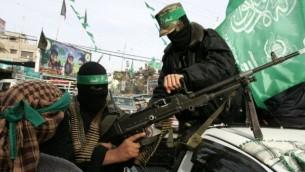 مسلحون من كتائب غز الدين القسام 2011 (Abed Rahim Khatib/Flash90)