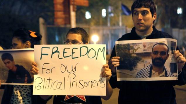 فلسطينيون يتظاهرون دعما للاسرى المضربينعن الطعام ٢٠١٣ (فلاش ٩٠)