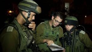 جنود اسرائيليون  في مخيم الجلبون قضاء الخليل June 16, 2014 -IDF spokesperson/Flash90