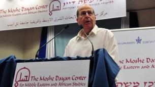 وزير الدفاع موشي يعالون في جامعة تل ابيب ٢٠١٣ (بعدسة اريئل حرموني)