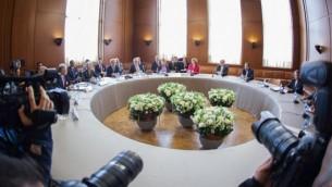 لقاء وفود P5 +1   لإجراء محادثات بشأن البرنامج النووي الايراني في جنيف 7 نوفمبر 2013 ( وزارة الخارجية / تويتر).