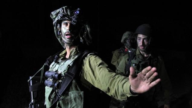صورة توضيحية لجندي اثناء عمليات البحث عن الطلاب المخطوفين 20 يونيو  2014 (عصام ريماوي/ فلاش 90)