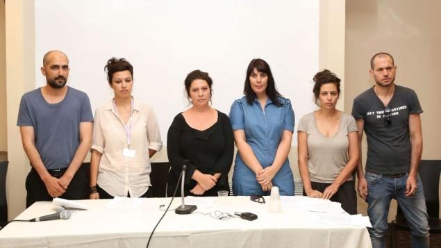 مجموعة من المخرجون السينمائيون الاسراءيليون في مهرجان القدس للسينما يطالبون بوقف الحرب مع غزة (بعدسة نير شاناني)