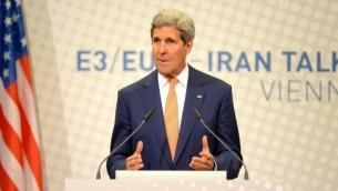 وزير الخارجية الامريكية جون كيري خلال مؤتمر صحفي تلى المحادثات النووية في فيينا ١٥ يوليو ٢٠١٤ (أ ف ب)