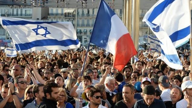 مظاهرة دعم إسرائيل  27 يوليو 2014 في مرسيليا، جنوب شرق فرنسا.  AFP PHOTO / BORIS HORVAT