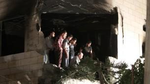 يوليو 1،2014. فلسطينيون  في موقع بيت المشتبه به بعد تفجيره AFP PHOTO/ HAZEM BADER