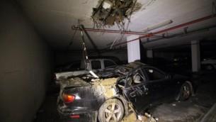 ضرر لسيارة في اشدود جراء قصف صواريخ ٨ يوليو ٢٠١٤ (أ ف ب)