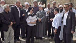 لجنة المتابعة واعضاء الكنيست العرب في زيارة الى الاقصى ٢٠٠٩ (فلاش ٩٠)