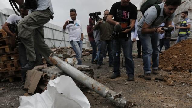 بواقي صاروخ اصاب مصنع نتيفوت في الجنوب (فلاش ٩٠)