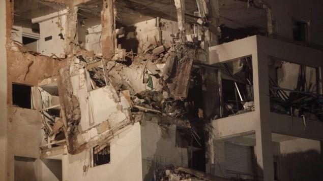 عمارة في ريشون لتسيون جنوب تل ابيب بعد سقوط صاروخ ٢٠١٢(فلاش ٩٠)