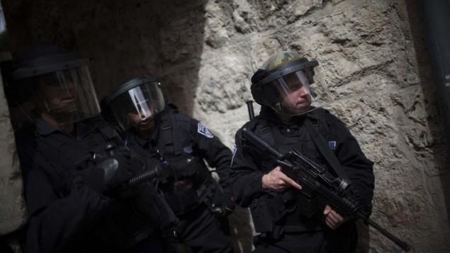 صورة توضيحية لشرطة الحدود تدخل الحرم الشريف Yonatan Sindel/Flash90