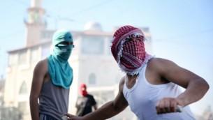 اشتباكات بين فلسطينيين وقوات الشرطة الاسرائيلية في شعفاط بعد العثور على جثة الشاب الفلسطيني المقتول July 2, 2014 ( Hadas Parush/FLASH90)
