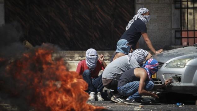 اشتباكات بين فلسطينيين وقوات الشرطة الاسرائيلية في شعفاط بعد العثور على جثة الشاب الفلسطيني المقتول July 2, 2014 (  FLASH90)