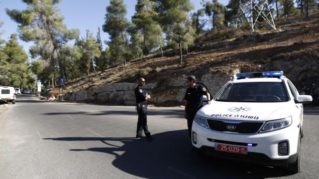 سيارة شرطة اسرائيلية في موقع العثور على جثة الشاب الفلسطيني July 2, 2014 ( Yonatan Sindel/FLASH90)