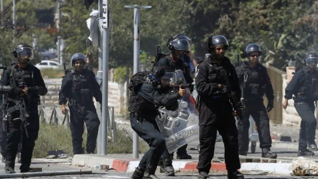 قوات الشرطة في شعفاط July 3, 2014.  Sliman Khader/FLASH90