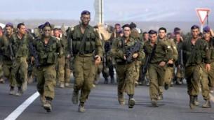 جنود اسرائيليون من كتيبة جيفعاتي بعد نهاية تمرين ٢٠٠٧ (فلاش ٩٠)