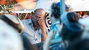 والد محمد ابو خضير في خيمة العزاء, شعفاط 8 يوليو 2014 (فلاش 90)