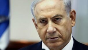 رئيس الحكومة بنيامين نتنياهو خلال اجتماع الكابينت الامني الاسبوعي 6 يوليو 2014 (AFP/POOL/GALI TIBBON)