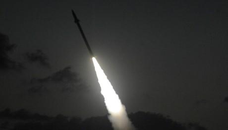صاروخ صاعد من القبة الحديدية في طريقه ليعترض صاروخ من غزة (فلاش 90)
