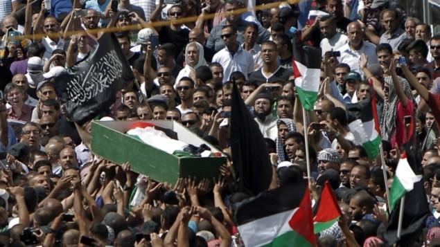 فلسطينيون يرافقون محمد ابو خضير الى مثواه الاخير 4 يوليو 2014, شعفاط ( Ahmad Gharabli/AFP)