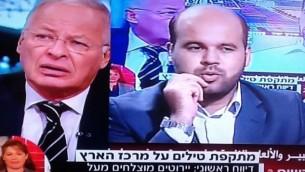 المحلل السياسي ايهود يعاري على شاشة قناة حماس والقناة الثانية بتزامن (من شاشة القناة الثانية)