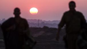 صورة مأخوذة من الحدود الاسرائيلية مع قطاع غزة لغروب الشمس 4 أغسطس 2014  AFP PHOTO / JACK GUEZ