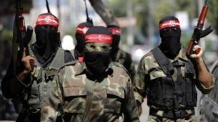 مقاتلوا الشعبية لتحرير فلسطين اثناء مؤتمر صحفي في مدينة غزة  27 أغسطس، 2014. AFP PHOTO / MOHAMMED ABED