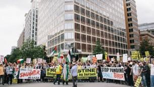 واشنطن،  2 أغسطس: يتجمع حشد احتجاجا على العنف ضد الشعب الفلسطيني في غزة  في واشنطن، Lexey Swall/Getty Images/AFP