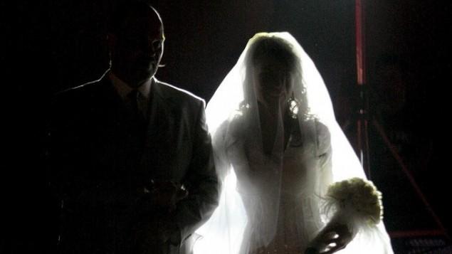 صورة توضيحية لزفاف (فلاش 90)