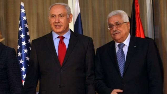 رئيس الوزراء بنيامين نتنياهو يقف مع رئيس السلطة الفلسطينية محمود عباس في  القدس، 15 سبتمبر 2010 Kobi Gideon / Flash90