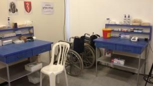 المستشفى الميداني الذي أقامه الجيش الاسرائيلي في معبر ايريز شمال قطاع غزة, 1 اغسطس 2014 (بعدسة الحانان ميلر/ طاقم تايمز أوف اسرائيل)