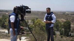 صحفي يقدم تقرير من قطاع غزة (فلاش 90)