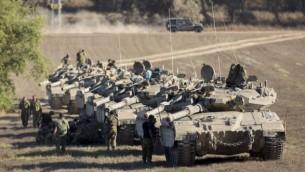 دبابات مركافاه على الحدود مع غزة 1 اغسطس 2014 (فلاش 90)