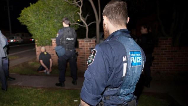 18 سبتمبر  2014،  الشرطة الاسترالية اعتقلت أحد المشتبه بهم في سيدني بعد أكبر الغارات من أي وقت مضى لمكافحة الإرهاب حيث اعتقلت 15 شخصاAFP/AUSTRALIAN FEDERAL POLICE