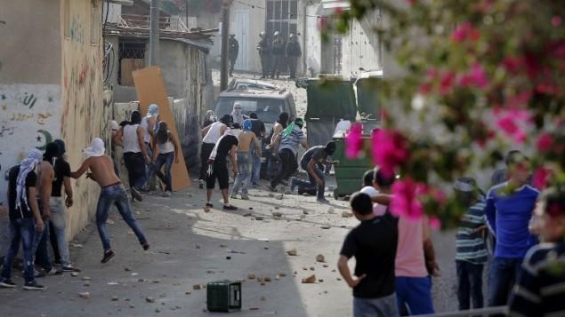 اشتباكات مع الشرطة خلال  مظاهرة في حي وادي الجوز في القدس الشرقية  7 سبتمبر 2014.  AFP/Ahmad Gharabli