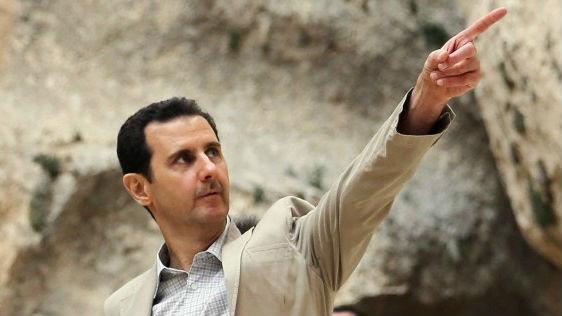 بشار الاسد يزور الجنود في ابريل 2014 AFP/HO/SANA