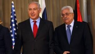 رئيس الوزراء بنيامين نتنياهو مع رءيس السلطة محمود عباس في القدس سبتمبر 2010 (فلاش 90)