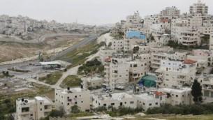 احياء العيساوية وشعفاط في القدس الشرقية (Miriam Alster/FLASH90)