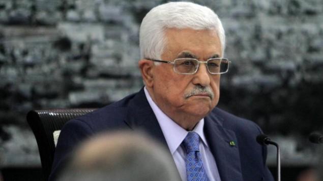 محمود عباس امام الصحفيين خلال اجتماع أعضاء  منظمة التحرير الفلسطينية 22 يوليو عام 2014 في مدينة رام الله بالضفة الغربية  Issam Rimawi/Flash90)