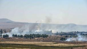 الدخان بالقرب من معبر القنيطرة  من مرتفعات الجولان في الجانب الإسرائيلي في 27 أغسطس 2014  (فلاش 90)