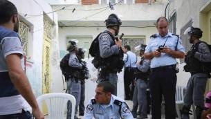 عناصر الشرطة تقوم بحماية عشرات اليهود الذين استولوا على مناطق في سلوان  30 سبتمبر  Sliman Khader/Flash90