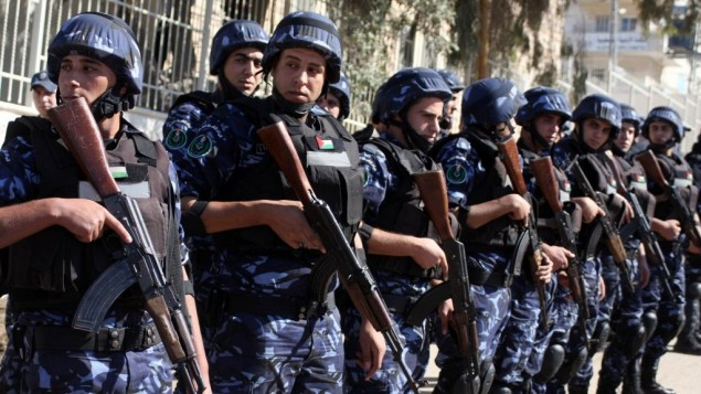 صورة توضيحية، الشرطة الفلسطينية في الضفة الغربية (Issam Rimawi/Flash90)