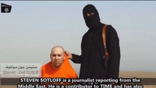 Steven Sotloff and his IS captor in a video from August. (YouTube screenshot)