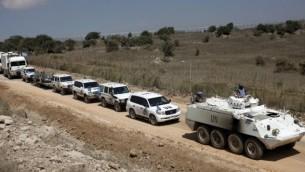 قافلة لقوة الأمم المتحدة تترك الجانب السوري من مرتفعات الجولان متجهة إلى إسرائيل  15 سبتمبر 2014   AFP/JALAA MAREY