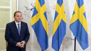 رئيس الوزراء السويدي ستيفان ليوفوفن في المكتب الحكومي  في ستوكهولم في 27 أكتوبر 2014  AFP PHOTO / JONATHAN NACKSTRAND