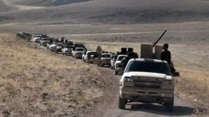 مجموعة من المتمردين عند الجانب السوري من تلال القلمون القريبة من الحدود اللبنانية  22 أيلول، 2014. AFP PHOTO/WISSAM Al -OMOR